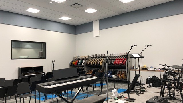 guitar classroom with microphones and keyboard