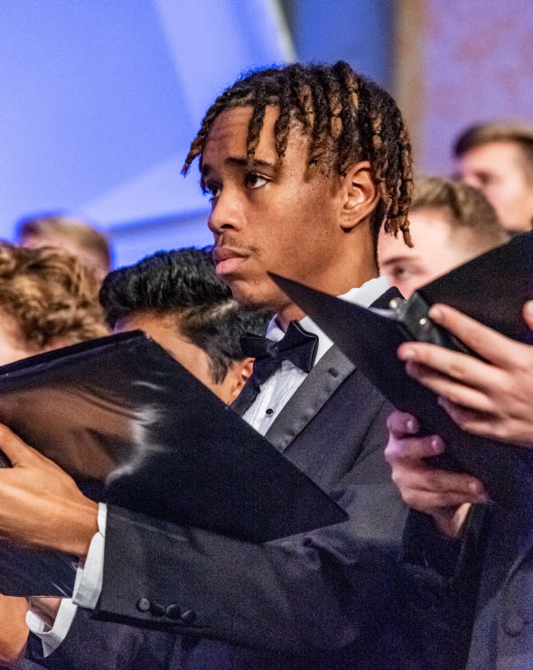 2019 ANHE mixed choir male singer