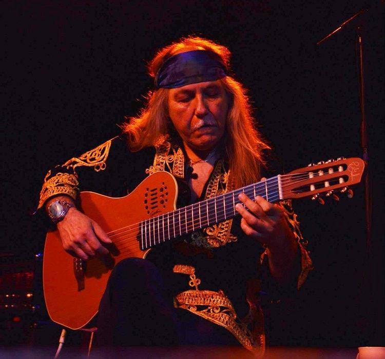 Uli Roth playing guitar