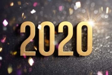 2020 date number colored in gold, on a festive black background, with glitter