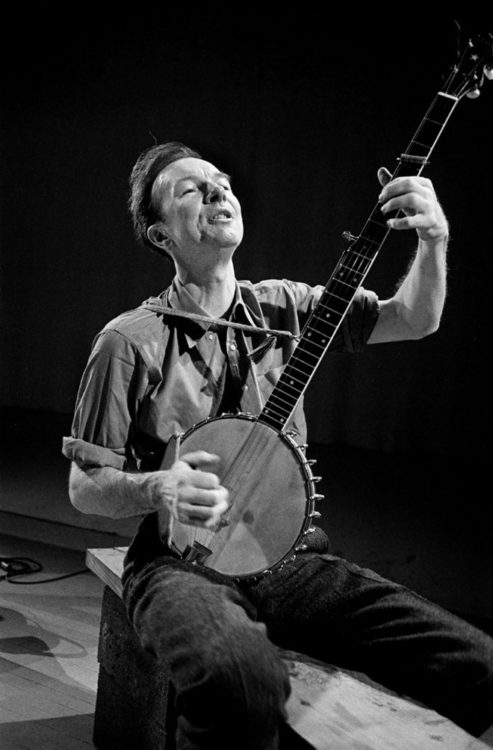 Pete Seeger with banjo