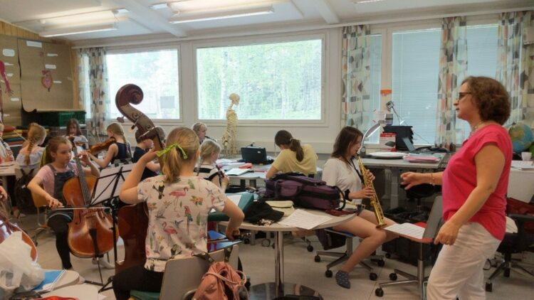 Dr Taina Huttunen with orchestra class