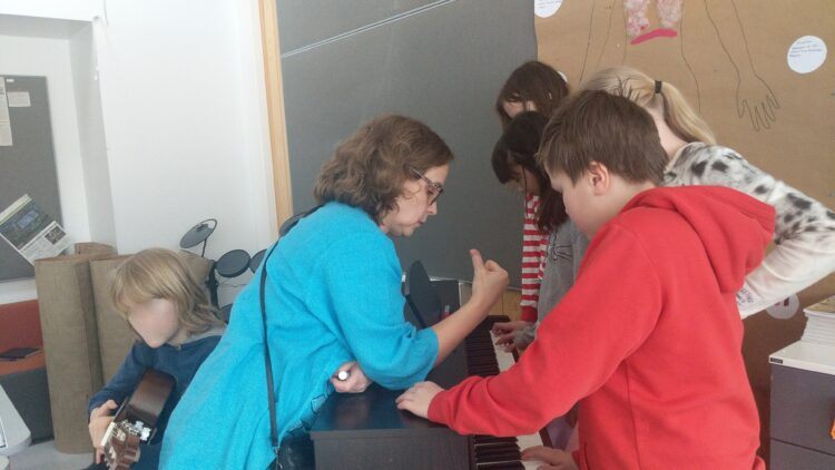 guiding students in composing songs